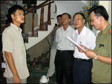 Nguyễn Tiến Trung khi bị bắt (ảnh của báo Công an Nhân dân)
